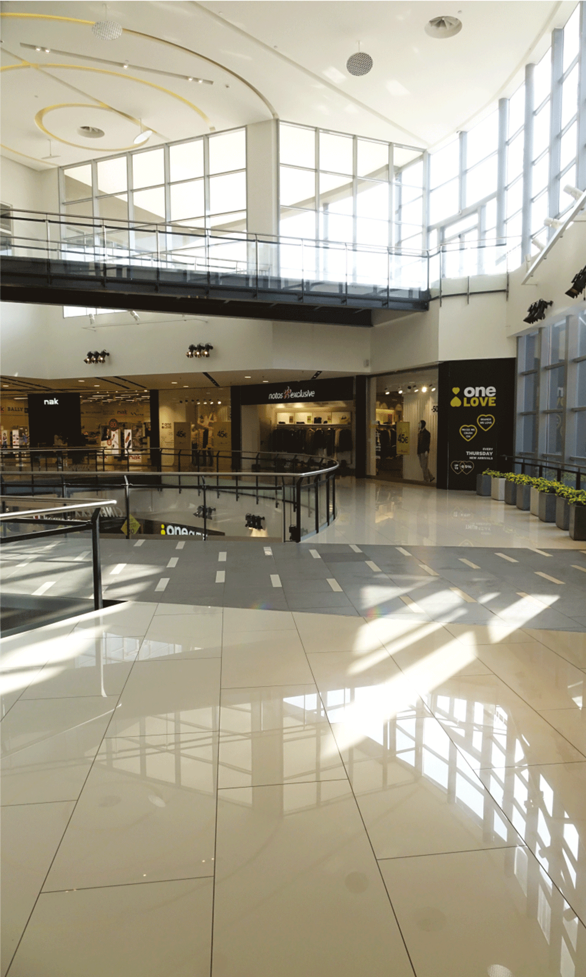 """SHOPPING MALL """"ONE SALONICA"""""""
